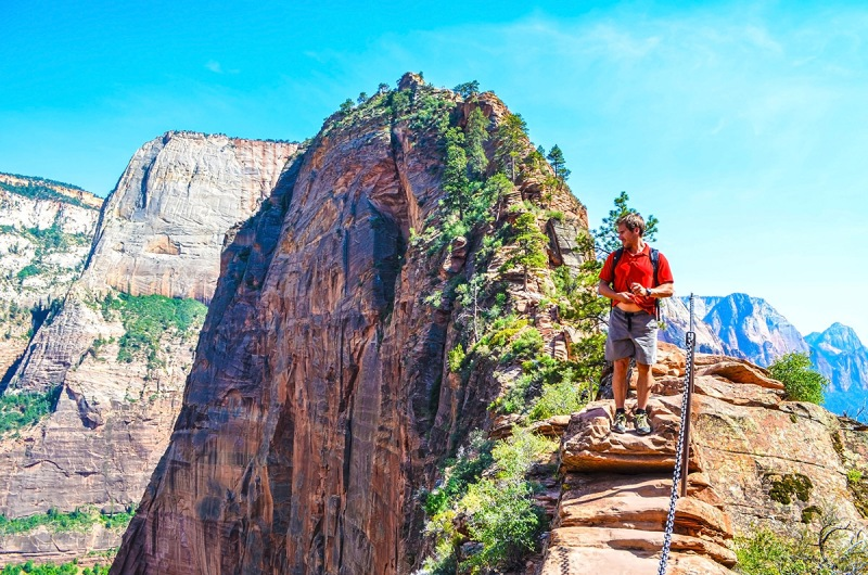 EXTREME HIKING: Angels Landing